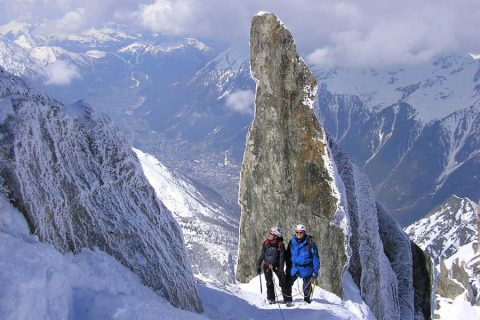 Winter mountaineering in the European Alps: technical level 3