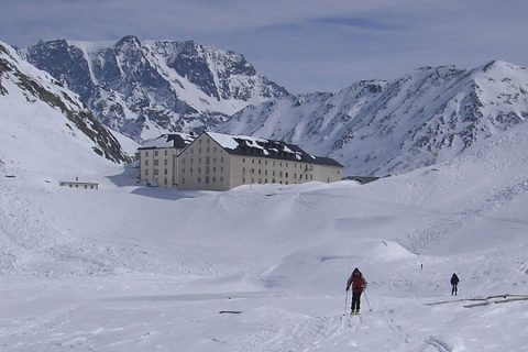 Ski mountaineering in the European Alps: technical level 4