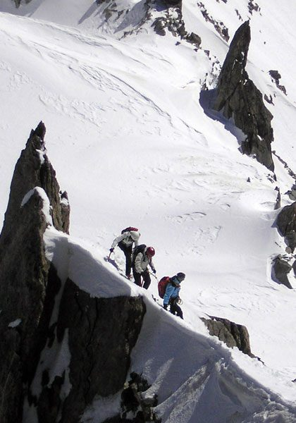 Winter mountaineering in the European Alps: technical level 4