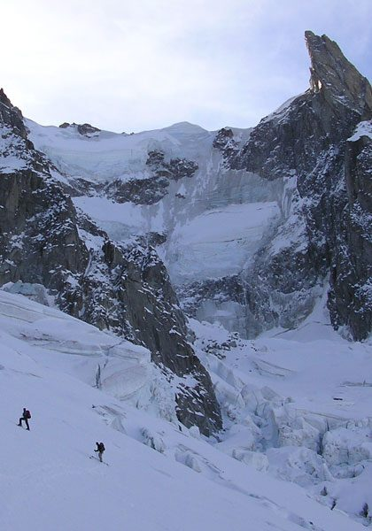 Ski mountaineering in the European Alps: technical level 6